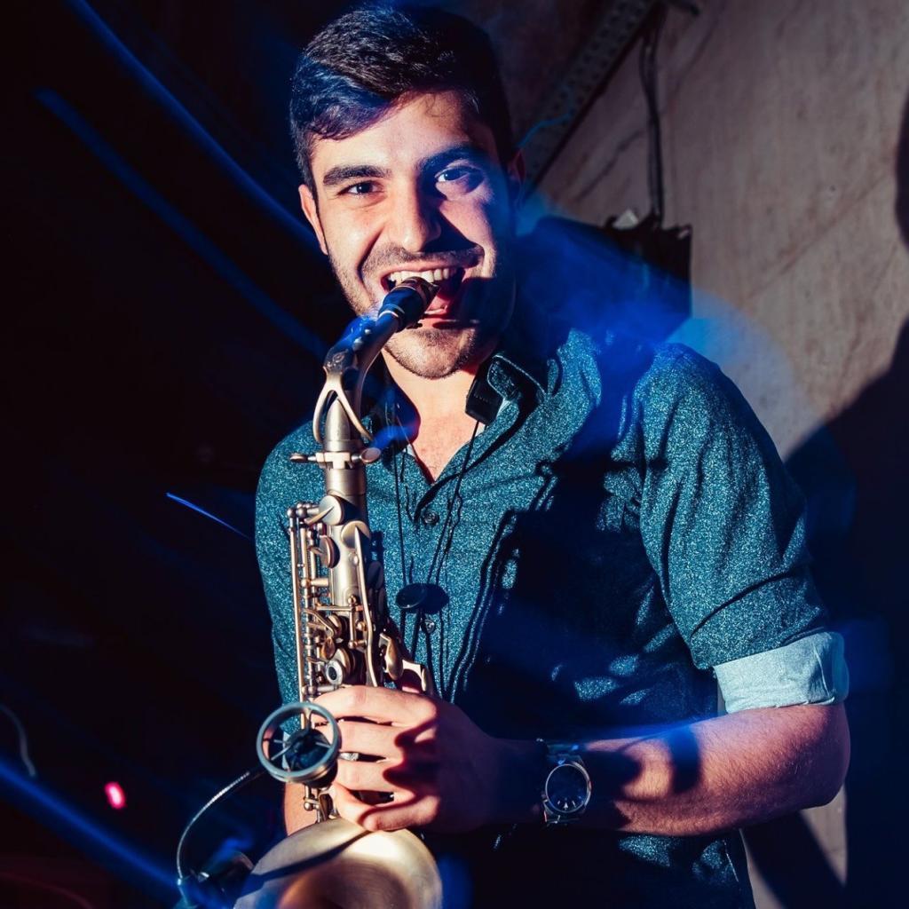 Dj plus Live-Saxophon